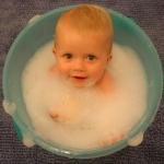การอาบน้ำและการสระผมเด็ก