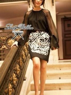 Lady Ribbon เซ็ตเสื้อชีฟอง กระโปรงพิมพ์ลายกราฟฟิค โทนขาวดำ