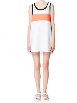 Lily เดรสแขนกุดสีขาว ผ้า Polyester ตัดต่อผ้าสี