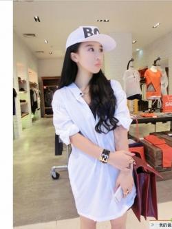 เสื้อเชิ้ตตัวยาว สีขาว ผ้าชีฟองเนื้อดี แต่งยางยืดที่แขนและหลัง