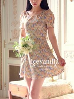 Ice Vanilla เดรสแขนสั้น ผ้าชีฟองพิมพ์ลายดอกไม้