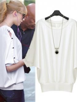 เสื้อสีขาว แต่งกระดุมเพชรด้านหลังและแขน