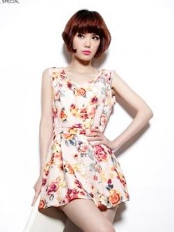 เดรส ผ้าชีฟอง พิมพ์ลายดอกไม้ มีผ้าผูกโบว์ที่เอว สีชมพู