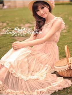Lady Ribbon Vintage Dress แม็กซี่เดรสผ้าซิลค์ซาตินผสมผ้าลูกไม้ สีชมพู สีครีม