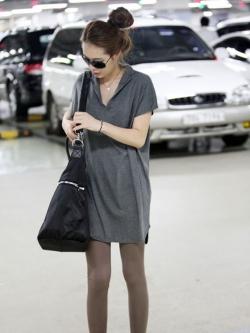 เสื้อตัวยาว คอวี แต่งปกเสื้อ สีดำ สีเทา