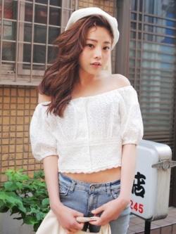 เสื้อผ้าฝ้ายสีขาว ปักฉลุ ยางยืดช่วงคอและแขน